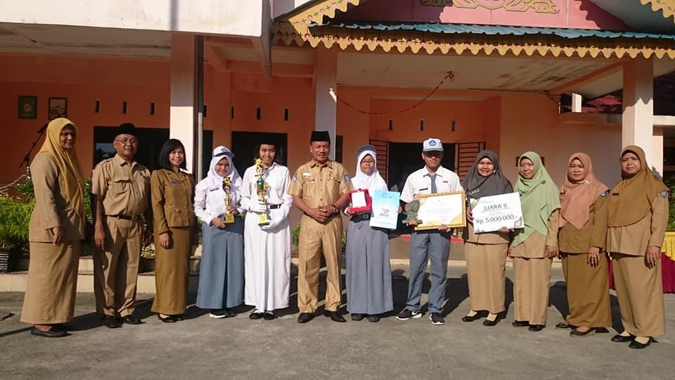 Alhamdulillah, selamat dan sukses untuk siswa siswi SMA Negeri 1 Tanjungpinang, sebagai Juara pada Pemilihan Bintang Radio, Lomba Karya Ilmiah Remaja (LKIR) dan Apresiasi Kebangsaan Siswa Indonesia (AKSI)